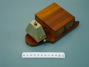 vintage electric bell ; ancienne sonnette électrique; antiguo timbre eléctrico; alte elektrische Klingel