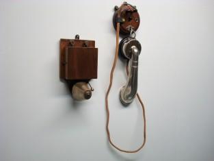 Campanello con telefono / telephone avec sonnette / bell telephon