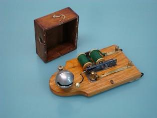 vecchio campanello elettrico ; vintage electric bell ; ancienne sonnette électrique; antiguo timbre eléctrico; alte elektrische Klingel