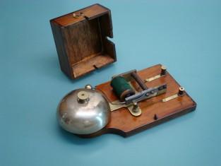 Campanello elettrico 20x11x5 cam. ott mart.rovescio 1910~