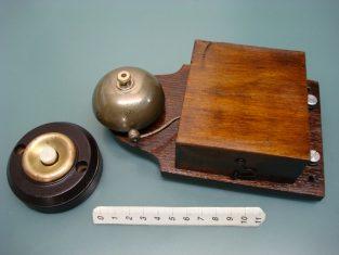 Campanello elettrico / vintage ringer bell / old door bell / ancienne sonnette / alte klingel